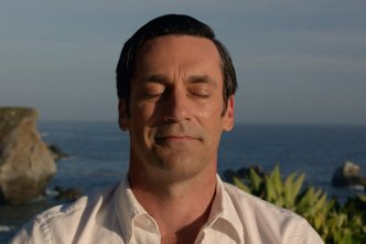 555a0034b80bcc99383a86b3_mad-men-finale-don-smile